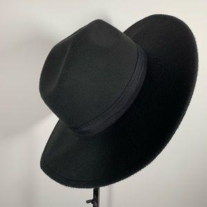 Accessories - Black large brim hat worn once